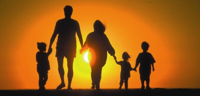 LOS MÍOS QUE ESTÁN AFUERA: Familia extensa y reagrupación familiar